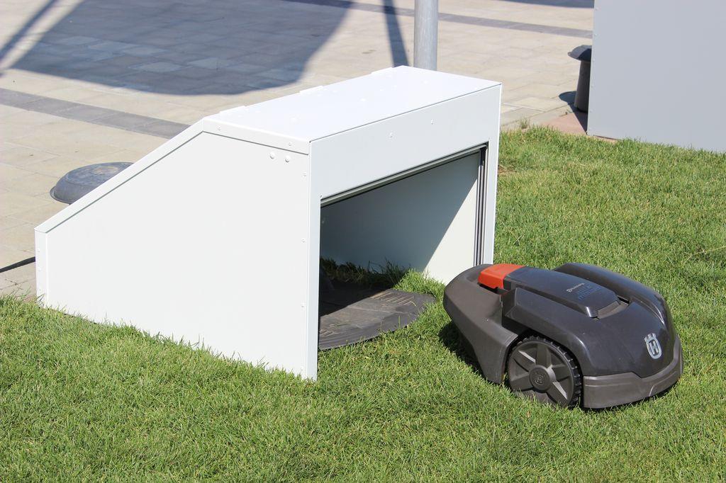 design garage mit rolltor f r automower 105 305 308 ideal f r ihren husqvarna automower. Black Bedroom Furniture Sets. Home Design Ideas