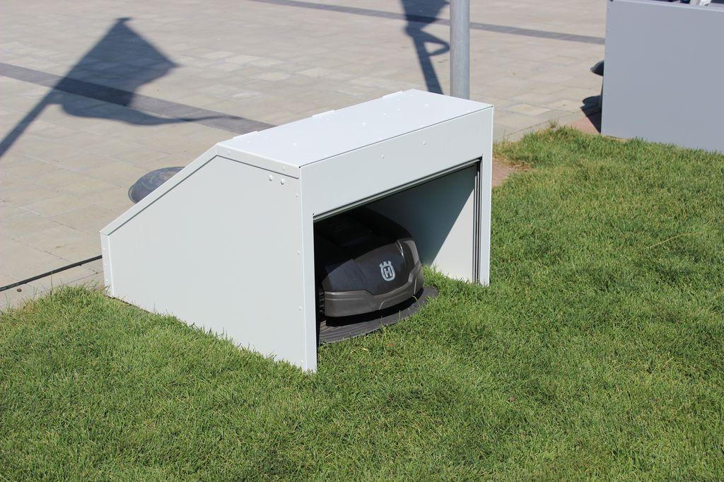 design garage mit rolltor f r automower 105 305 308. Black Bedroom Furniture Sets. Home Design Ideas